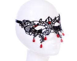 Роскошная черная маска с бусинами