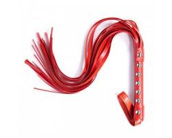 Красная плеть с металлическими заклёпками