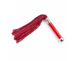 Красная плеть с металлическим шаром на рукояти