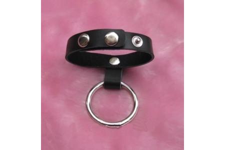 Металлическое кольцо на пенис с ремешком на кнопках